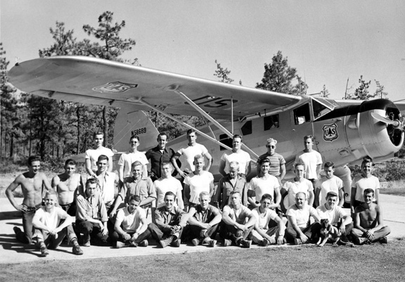 1948 photo of smokejumper crew standing in front of a Noorduyn Norseman airplane, siskiyou smokejumper base, cave junction, oregon